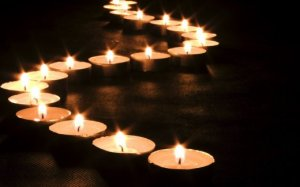candles-illuminate-the-road_w520
